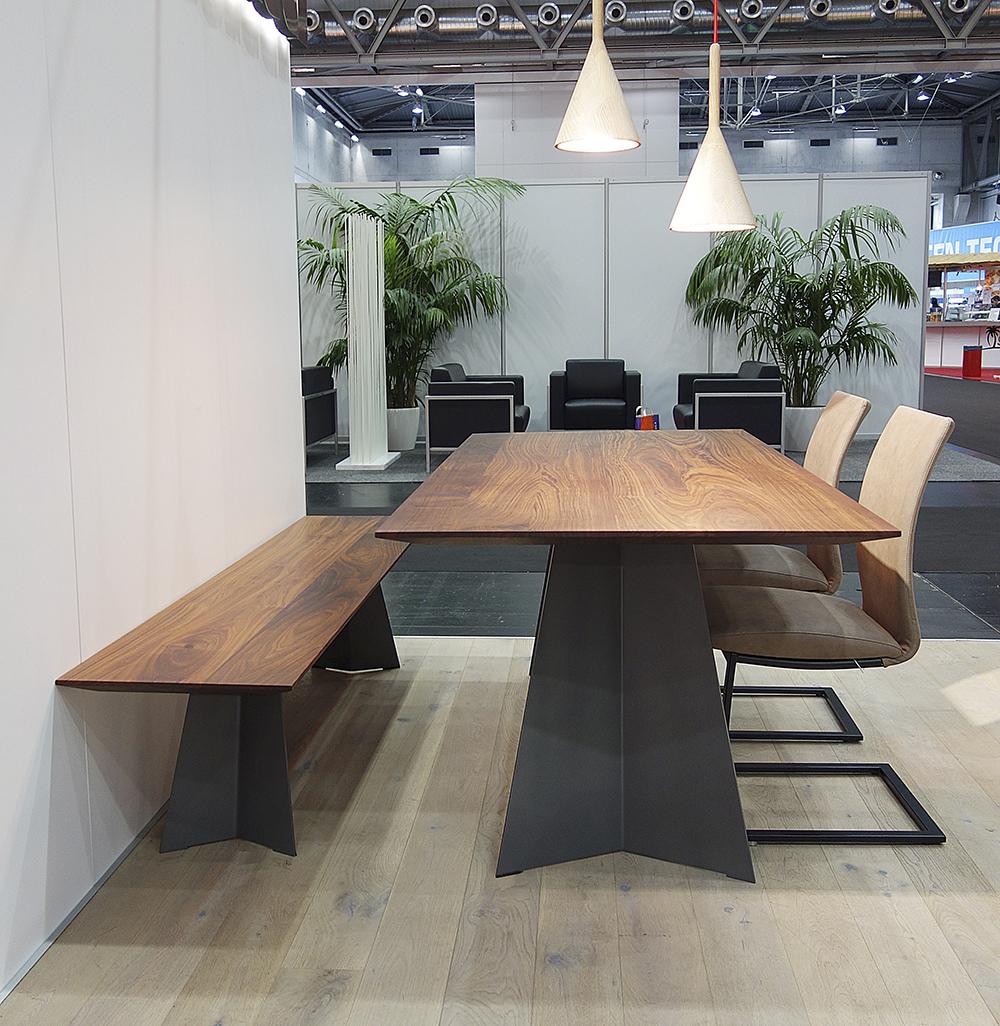 elegantes design massivholz esstisch massivholz design. Black Bedroom Furniture Sets. Home Design Ideas
