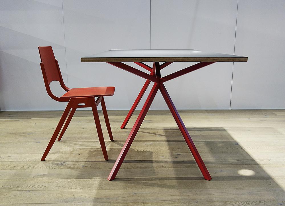 https://www.massivholz-design.at/files/tao/img/news/WI-2016/KT11-Office-Line-Schreibtisch-modern-exklusiv-palatti.JPG