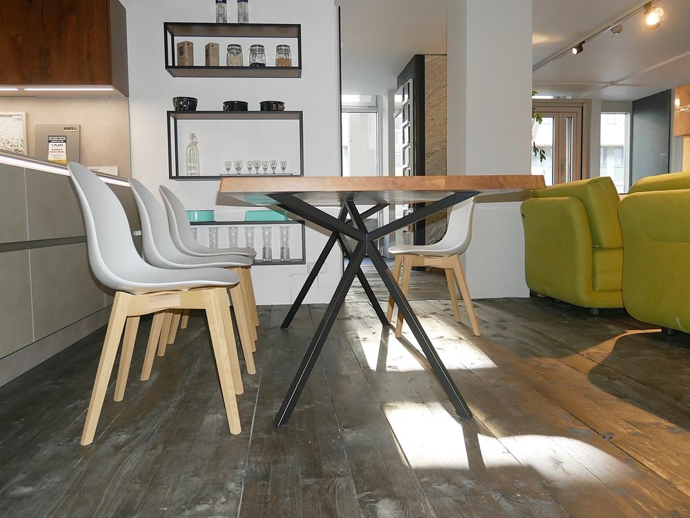 Elegantes design massivholz esstisch massivholz design for Stuhl plastikschale