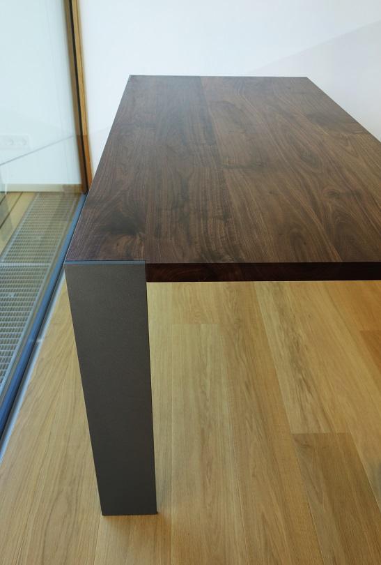 ... Tisch Design Metall Massivholz Amerik. Nussbaum ...