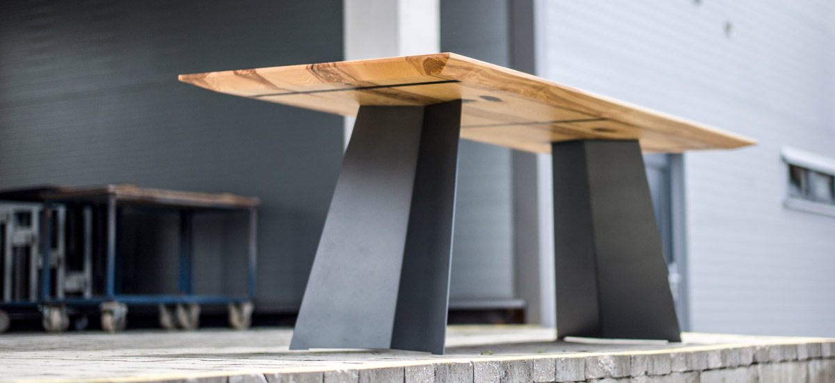 Elegantes design massivholz esstisch massivholz design for Holztisch massiv design